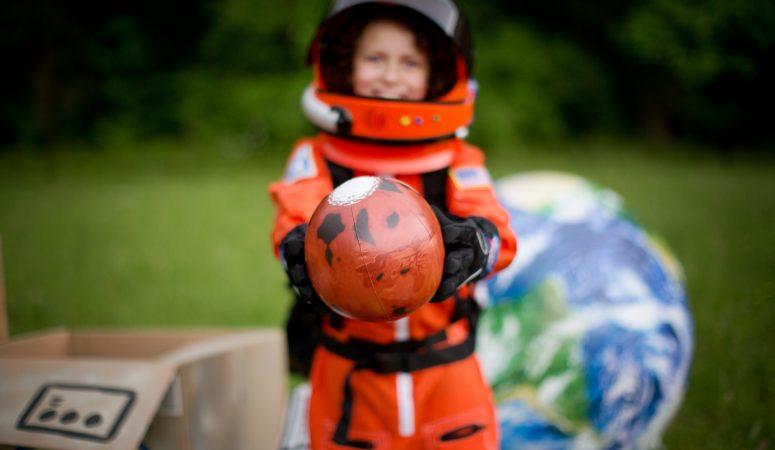 EXPLORING SPACE | IMAGINATION MINI SESSION | GREENSBORO NC CHILD PHOTOGRAPHER