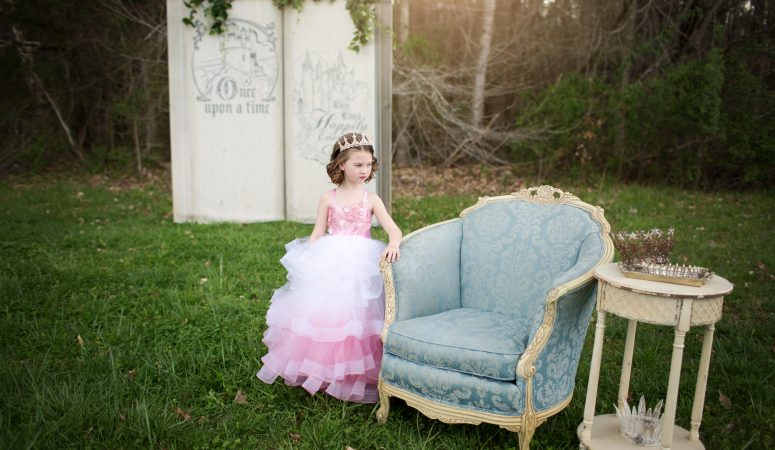 STORYBOOKS & CROWNS | GREENSBORO NC CHILD PHOTOGRAPHER | IMAGINATION MINI SESSION